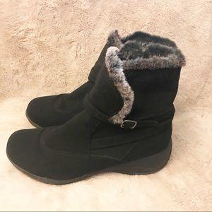 KHOMBU Chelsea Style Boots, Fuzzy and Soft, Sz 10